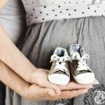 cuplu, sarcina, gravida, insarcinata, viitoare mama, papucei bebe